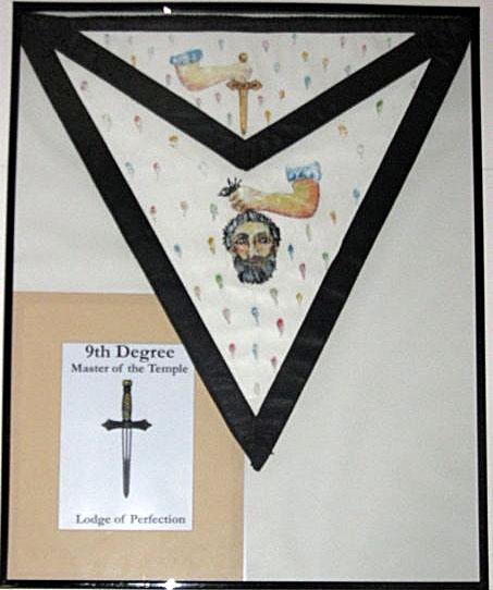 Escudos y Mandiles del rito Escocés Apron_9degree