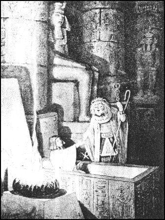 Ao se erguer o exaltado mestre, se promove um simbolo a ressurreição e renascimento existencial, onde os compromissos são renovados.